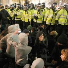 Police kettling students in London